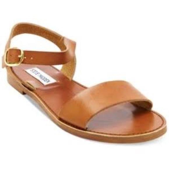 fe1926a8275a Steve Madden Donddi Flat Sandals. M 5b10a85bfe51514947c20afc